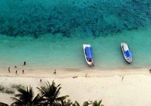 Panorama dari mercusuar Pulau Lengkuas.